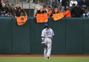 Manny Ramirez taunted by San Francisco Giants fans about steroids.